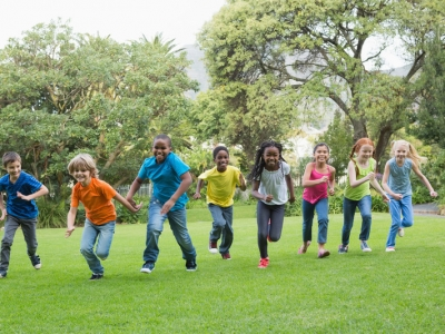 enfants courent